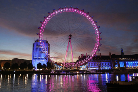 london-eye-lit-up-pink-4-viajesporelmundo