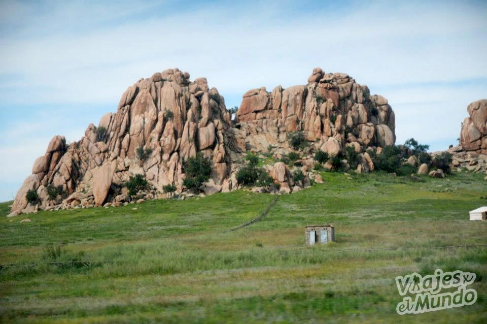 montañas rocas letrina mongolia
